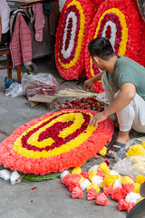 _V1A8682.jpg (DAVEBARTLETT2) Tags: vietnam hanoi market flowers funeral wreath