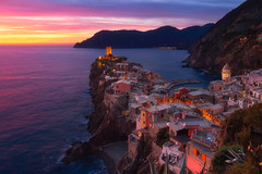 Cinque Terre sunset (Paweł Gałka) Tags: vernazza cinque terre liguria italy national park unesco outside landschaft blue orange clouds sea light