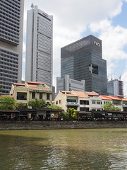 SingaporeRiverColonialDistrict047 (tjabeljan) Tags: singapore asia colonialdistrict singaporeriver colemanbridge oldparliament fullertonhotel themelrion raffles victoriatheatre clarkquay marinabay