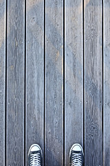 Between (CoolMcFlash) Tags: shoe pov perspective minimalistic minimalism minimalistisch lines simplicity converse sneakers floor canon eos 60d schuh blickwinkel perspektive linien einfachheit boden fotografie photography copyspace negativespace tamron b008 18270