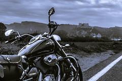 Visitando Miravet. (Ricardo Pallejá) Tags: motero moto miravet travel nikon nikon35mm18 virado monocromático monocromo viajes suzuki highway carretera tarragona cataluña catalonia catalunya contraste lightroom landscape intruder
