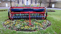 Antique seed drill at Castle house, Huntingdon on Boxing Day 2018 (D@viD_2.011) Tags: antiqueseeddrillatcastlehouse huntingdononboxingday2018