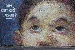 La question qui fâche ... (Edgard.V) Tags: paris parigi streetart pboy pascal boyart pointillisme enfant child bambino criança question pergunta domanda argent money dinheiro denaro