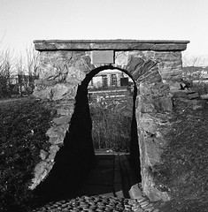 path (rotabaga) Tags: sverige sweden svartvitt göteborg gothenburg skansenkronan blackandwhite bw bwfp lomo lomography lubitel166 mediumformat mellanformat ilford diy 6x6 120