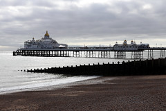 Eastbourne Pier (mbphillips) Tags: europe 欧洲 europa 유럽 beach playa 海滩 해변 coast mbphillips goetagged photojournalism photojournalist england angleterre inglaterra 英国 英國 영국 イングランド english greatbritain unitedkingdom uk britishisles eastbourne 이스트본 伊斯特 eastsussex 東薩塞克斯郡 이스트서식스주 canon80d canoneos80d canon sea 바다 海 sigma sigma1835mmf18dchsm 歐洲