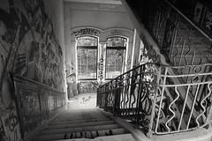 Les escaliers (srouve78) Tags: escaliers blanckandwhite stairs urbex