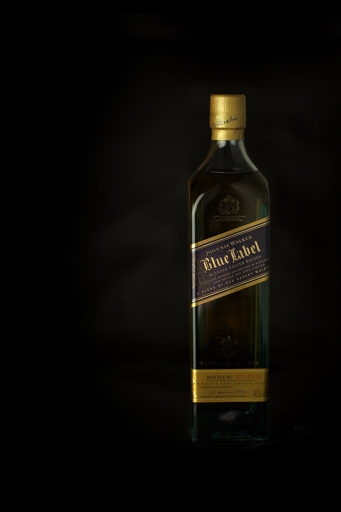 a8bac3ce63a4 A small bottle of whisky (Tobit Flatscher) Tags  product photography  walimex daylight 250 · Johnnie Walker ...