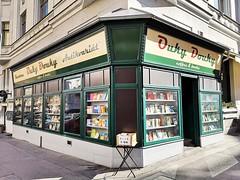 Ouky Douky (Berliner1963) Tags: tschechien böhmen czechrepublic cz prag praha prague holešovice buchhandlung antiquariat café bookshop