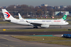 B-8226, Airbus A330-243, China Eastern Airlines (Freek Blokzijl) Tags: b8226 airbus airbusa330 a330243 chinaeastern taxiway taxibaan taxien departure vertrek luchthaven tarmac widebody schiphol amsterdamairport eham ams bezoekersterras spotterpoint planespotting vliegtuigspotten canon eos7d 70200l28isusm winterlight winterseason februari2019