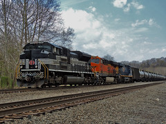 NS 64E (George Neat) Tags: 1066 heritage unit new york central 64e cptoms blairsville indiana county bnsf conemaugh line ns norfolk southern heritge locomotive trains railroad tracks scenic scenery landscapes transportation freight georgeneat patriotportraits neatroadtrips