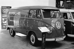 Volkswagen T1 on Kodak Tri-X 400 film (Ronald_H) Tags: film 2019 t1 vw volkswagen porsche bus bulli trix white black grain