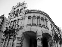 12 Duque de Saldanha Square, Lisbon, Portugal (LuciaB) Tags: lisbon portugal duquedesaldanhasquare praçadoduquedesaldanha artnouveau artenova valmorprize1912 prize architecture architectmanueljoaquimnortejúnior eclectic arch masonry wroughtiron