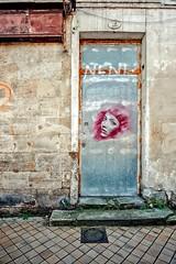 J'avais dessiné un doux visage.... (Isa-belle33) Tags: architecture urban urbain city ville bordeaux fujifilm door porte wall mur street streetphotography streetartbordeaux streetart nasti picture dessin
