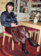 Leather skirt (Marie-Christine.TV) Tags: feminine transvestite lady mariechristine leather pleated skirt lederrock faltenrock dame boots laced schnürstiefel