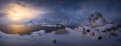 Islas Lofoten (Pablo RG) Tags: lofoten winter hamnoy sunset sky norway noruega atardecer invierno nieve montañas mountains viaje travel