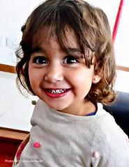 Salió el sol (Aprehendiz-Ana Lía) Tags: celular telefonino fotosconcelular alegría luz interior retrato niña nietecita flickr ojos mirada sonrisa smils espontáneo amor argentina