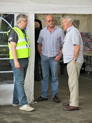 VRT Trustee Richard Clarkson with Hugh Prior at Visit the Vulcan Day, Southend Airport 17.06.18 (Trevor Bruford) Tags: vrt vulcan restoration trust xl426 southend airport avro nuclear bomber cold war plane jet aircraft airplane aviation raf tin triangle delta lady royal air force hugh prior electronics officer aeo black buck 1 mission xm607 port stanley falklands 1982