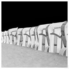 in a line -explore- (MAICN) Tags: kühlungsborn sky bw beach blackwhite monochrome strand strandkörbe schwarzweis himmel mono sand einfarbig sw roofedwickerbeachchair beachchair