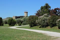 Il castello dell'Isola Polvese - The castle on Polvese Island (Roberto Marinoni) Tags: umbria isolapolvese polveseisland castello castle isola island prato meadow erba bellitalia lagotrasimeno