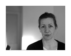 sparkle in the eye's (Istvan Penzes) Tags: hasselblad503cw hasselbladcfv50c mf digital manualfocus carlzeissplanar2880mm portrait handheld iso400 ingrid bw