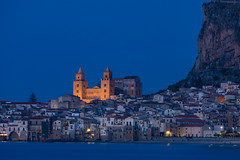 Cefalù by night (Amrue) Tags: dom night duomo cefalù cathedral touristic travel bluehour outdoor sicily city cityscape nightscape rocca italy sea blauestunde meer reisen sizilien stadt stadtaufnahme