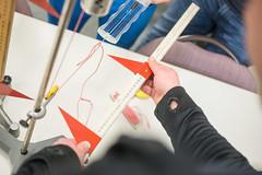 Erwachenenbildung Schule Hochschule (Roman Bracht Fotografie) Tags: bundeswehrfachschule forschen handschuhe hochschule hände innenaufnahme lehrsituation messen schnur schule schüler teamwork zusammenarbeit abmessen vierpersonen