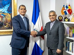 "Vice Canciller MIREX visita Consulado dominicano en Valencia • <a style=""font-size:0.8em;"" href=""http://www.flickr.com/photos/137394602@N06/40256090063/"" target=""_blank"">View on Flickr</a>"
