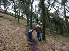 Holly and Julie head down hill (Bods) Tags: walk peakdistrict goytvalley foxlowedgewalk highpeak derbyshire peakdistrictnationalpark