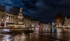 Lichter.... (st.weber71) Tags: nikon nightshot nachts nachtfotografie nightlights d850 niederlande illumination langzeitbelichtung lzb lichter stadt brunnen wolken wolkenstimmung regen weihnachten christmas deventer