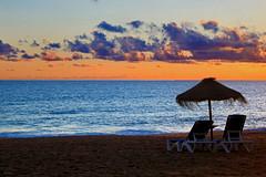 Lugar para dois... :) (Zéza Lemos) Tags: sunset 2019 portugal praia pordesol puestadelsol sol surf sunny entardecer nuvens núvens anoitecer mar algarve vilamoura praias água areia aves cadeiras toldos
