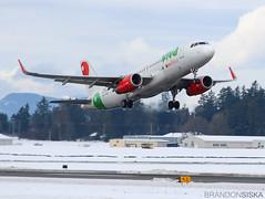 XA-VAQ VivaAerobus Airbus A320-232 (2)@YYJ 16Feb19 (Spotter Brandon) Tags: xavaq viva vivaaerobus airbus a320 a320232 mexicoflight yyj cyyj victoria snow cold
