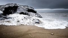 Cracheur d'écume (Bertrand Thiéfaine) Tags: plage océanatlantique rocher crane eau écume enseveli sable marée