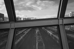 (numéro six) Tags: 75017 train tren trem railway pont ponte bridge pretoebranco noiretblanc whiteandblack blackandwhite nb wb bw city ville cidade ciudad urban urbano urbain batignolles paris france