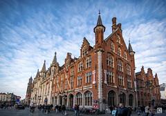 Palacio de Brujas (JoseQ.) Tags: brujas casa arquitectura distorsion cielo viajes construccion palacio belgica