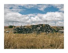 Barreiro, Portugal (Sr. Cordeiro) Tags: barreiro portugal margemsul lixo garbage monte mountain pile trash roupa queimada burnt clothes panasonic lumix gx80 gx85 14140mm
