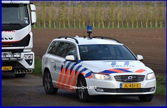Dutch Police Volvo 12-77. (NikonDirk) Tags: dutch traffic police national agency landelijke eenheid politie nikondirk nederland netherlands holland nikon cop cops hulpverlening trafficpolice verkeers verkeerspolitie numansdorp verkeer foto v70 hz681s hz682s jl451s