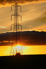 Pylon Sunset (CEWWtyke) Tags: pylon electric electricity sun sunset backlit backlight backlighting northwessexdowns north wessex downs berkshire newbury evening steel structure structural aonb area outstanding natural beauty