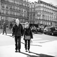 lost in Paris (mouzhik) Tags: 1500sf8iso1250 m10 eosm10 canon efm22mmf2stm 22mm canonefm22mmf2stm prime pancake мужик moujik mouzhik muzhik zemzem mujik paris parís 파리 париж 巴黎 парыж פריז pariisi パリ párizs parîs باريس parys parizo парис paryż παρίσι پاریس parijs photoderue photographiederue strasenfotografie streetphotography צילוםרחוב yличнаяфотография ストリートスナップ стритфотография تصويرالشارع fotografiadistrada fotoderua fotografíacallejera noiretblanc nb schwarzweis monochrom blackandwhite bw monochrome blancoynegro blanconegro biancoenero bianconero