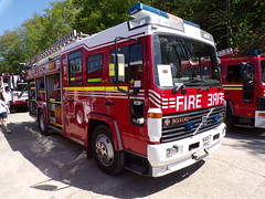 6306 - Bedfordshire & Luton FRS - W857 PPC - 1011814 (Call the Cops 999) Tags: uk gb united kingdom great britain england 999 112 emergency service services vehicle vehicles brooklands museum open day bank holiday monday 5 may 2018 fire and rescue preserved