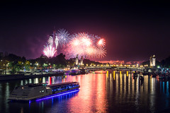 Firework in Paris (Matthieu Plante) Tags: paris france europe night firework seine river boat bateau 14 juillet july bastille day long exposure canon mattfolio alexander bridge pont alexandre