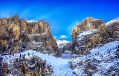 Descent (Gio_guarda_le_stelle) Tags: dolomiti dolomites dolomiten alps skiing ski sun sunbeam snow discesa fuoripista outdoor mountinscape landscape canon travel 4 i