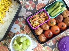 Bento 674 (Sandwood.) Tags: bento lunch lunchbox cooking food meal dish rice furikake meatballs vegetables kiwifruit
