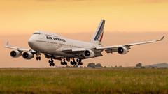 Air France 747-400. (spencer_wilmot) Tags: airfrance af afr boeing cdg lfpg cdglfpg charlesdegaulle paris widebody winglets 747 747400 744 b747 b744 sunrise morninglight orange runway aviation aircraft airplane airliner airport arrival approach boeing747 jet jetliner jumbo jumbojet quad queenoftheskies plane passengerjet heavy huge ils landing dawn civilaviation commercialaviation france