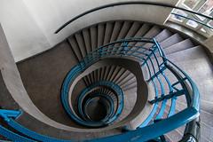 Blue handrail (michael_hamburg69) Tags: hamburg germany deutschland treppe stairs school schule photowalkmitelbmaedchen unterwegsmitjutta blaue blue geländer handrail architekt fritzschumacher 19281929 staircase