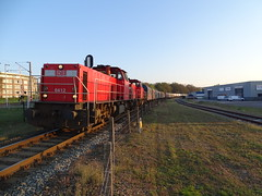 DBC 6412 leads a Long Mixed Freight Train at Venlo, the NL , in the last evening Sun Light !!! (Treinemanke) Tags: unit cargo trein dbc geleen dsm mixed freight train dbcargo db 6412 venlo the netherlands april 10 2019 railfan railfans trainspotter trainspotters sony dschx350
