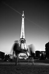Eiffelturm (HansenBenHansen) Tags: paris eiffelturm france blackwhite sight sehenswürdigkeit monument 7d canon7d canon eos7d eos canonefs175528is frankreich tower eiffel canoneos7d apsc crop cmos