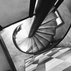 2019.02 (WendyCheng275) Tags: blackandwhite spiralstaircase 樂事