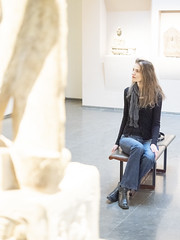Mariëlle, Paris 2019: Statuesque beauty (mdiepraam (35 mln views)) Tags: paris 2019 muséeguimet muséenationaledesartsasiatiques mnaag art china marielle portrait pretty gorgeous attractive mature fiftysomething brunette woman lady milf elegant classy jeans denim