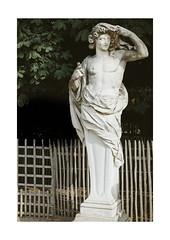 s'approcher d'un acte (Thomas Listl) Tags: thomaslistl color statue figure fence body art anonymousvisitor paris france ngc tuileries garden jardindestuileries françoisbarois