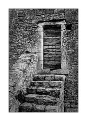 La porte de la tour (Jean-Louis DUMAS) Tags: bw nb noireblanc blanc black white frame art artiste hdr puycelsi tarn pierre tour tower campagne village france nature ruines noir noiretblanc vielles pierres vieillespierres blackandwhite